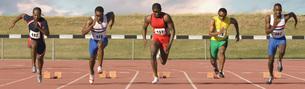 Runners racing on outdoor trackの写真素材 [FYI01998176]