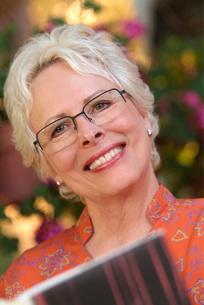 Woman in eyeglasses readingの写真素材 [FYI01998286]