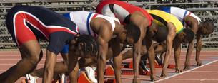 Runners at starting blockの写真素材 [FYI01998382]