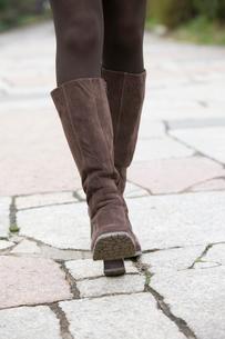 女性の足元の写真素材 [FYI01999634]