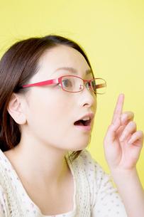 眼鏡をかけた女性の写真素材 [FYI02000011]