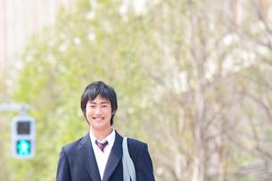笑顔の男子高校生の写真素材 [FYI02001096]
