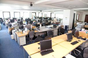 誰もいないオフィスの写真素材 [FYI02001330]