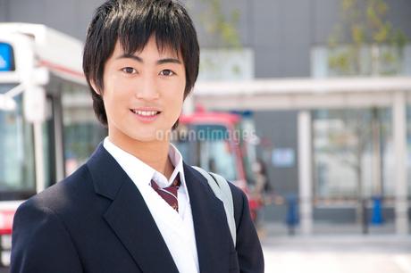 笑顔の男子高校生の写真素材 [FYI02002651]