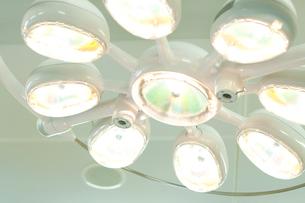 手術照明灯の写真素材 [FYI02003313]