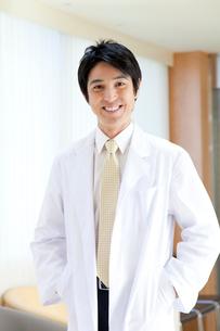 笑顔の医師の写真素材 [FYI02003667]