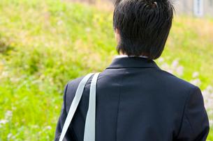 男子高校生の後姿の写真素材 [FYI02004119]