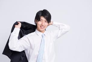 笑顔のビジネスマンの写真素材 [FYI02004984]