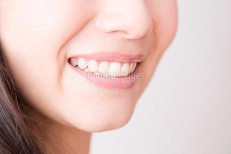 女性の口元の写真素材 [FYI02005644]