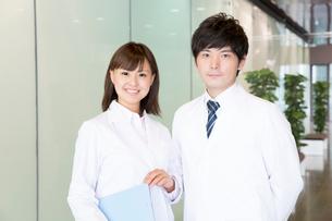 笑顔の医師の写真素材 [FYI02005743]