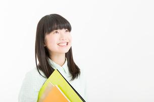 笑顔の女の子の写真素材 [FYI02006319]