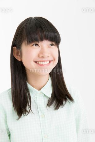 笑顔の女の子の写真素材 [FYI02006419]