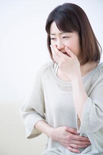 体調不良のミドル女性の写真素材 [FYI02006617]
