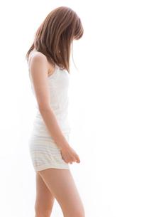 部屋着の女性の写真素材 [FYI02007202]