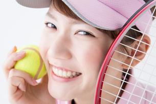 テニススタイルの女性の写真素材 [FYI02007395]