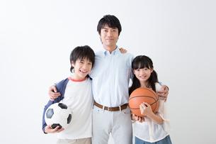 笑顔の親子の写真素材 [FYI02007482]