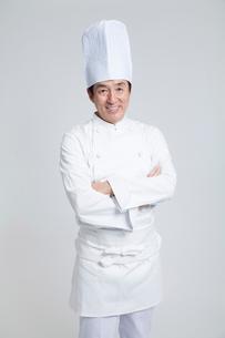 笑顔の調理師の写真素材 [FYI02007610]