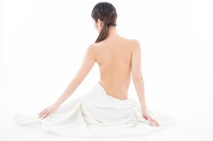 ヌード女性の後ろ姿の写真素材 [FYI02008097]