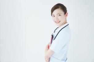 聴診器をつける看護師の写真素材 [FYI02008174]
