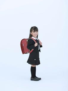 ランドセルを背負った女の子の写真素材 [FYI02010640]