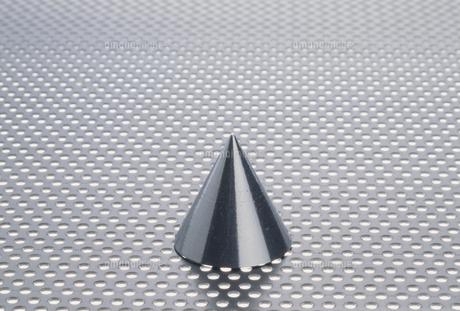 三角錐のイメージの写真素材 [FYI02012410]