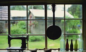窓辺の小物の写真素材 [FYI02013517]