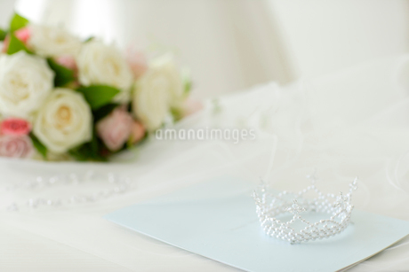 ウェディング小物と手紙の写真素材 [FYI02014119]
