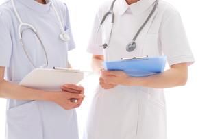 女性看護師2人の写真素材 [FYI02014474]