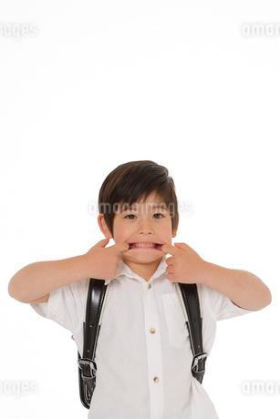 ランドセルを背負った男の子の写真素材 [FYI02014973]