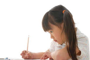勉強をする女の子の写真素材 [FYI02015567]