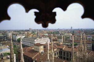 ドゥオモ屋上からのミラノ市街地の写真素材 [FYI02015658]