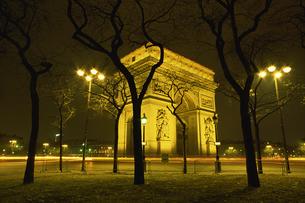 凱旋門の夜景の写真素材 [FYI02015848]
