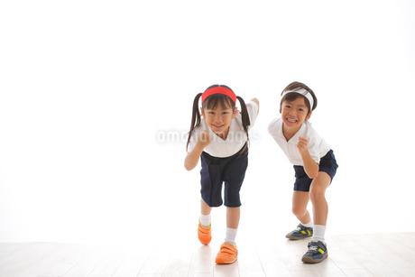 体操着を着た男の子と女の子の写真素材 [FYI02016262]