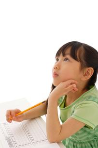 勉強する女の子の写真素材 [FYI02016953]