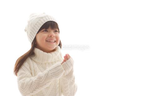セータを着ている女の子の写真素材 [FYI02017099]