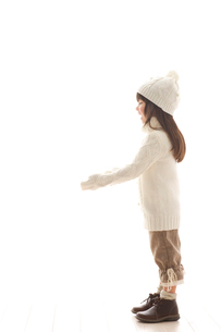 セーターを着ている女の子の写真素材 [FYI02017154]