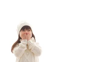 セータを着ている女の子の写真素材 [FYI02017211]