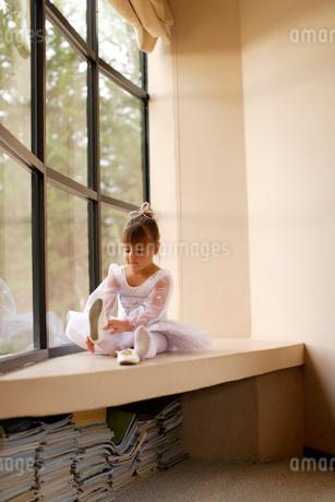レオタード姿の白人の女の子の写真素材 [FYI02017461]