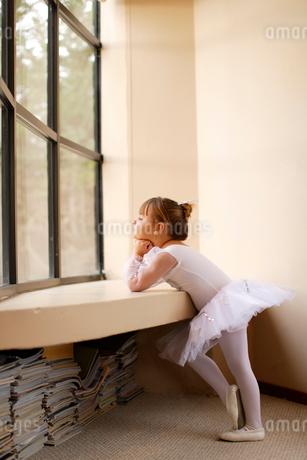 レオタード姿の白人の女の子の写真素材 [FYI02017492]