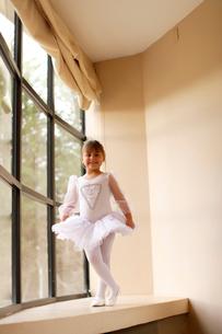 レオタード姿の白人の女の子の写真素材 [FYI02017547]