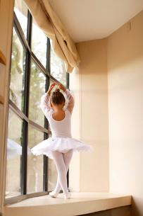レオタード姿の白人の女の子の写真素材 [FYI02017549]