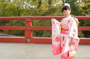 七五三詣りの女の子の写真素材 [FYI02017964]