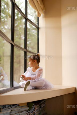 レオタード姿の白人の女の子の写真素材 [FYI02018455]