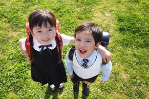 新入学の男の子と女の子の写真素材 [FYI02018641]