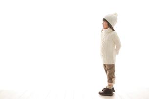 セーターを着ている女の子の写真素材 [FYI02019588]