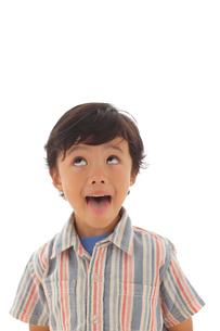 面白い顔をする男の子の写真素材 [FYI02019654]