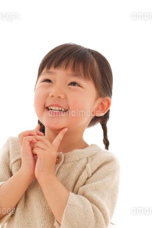 セーターを着た女の子のポートレートの写真素材 [FYI02019919]