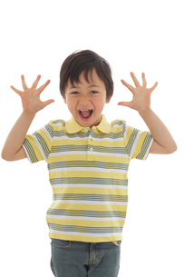 面白い顔をする男の子の写真素材 [FYI02020035]