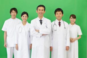医師とナースと研修医の写真素材 [FYI02021229]