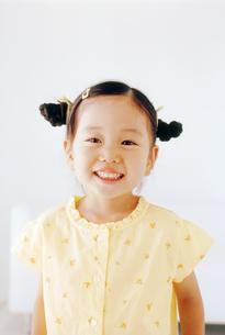 女の子のポートレートの写真素材 [FYI02021700]